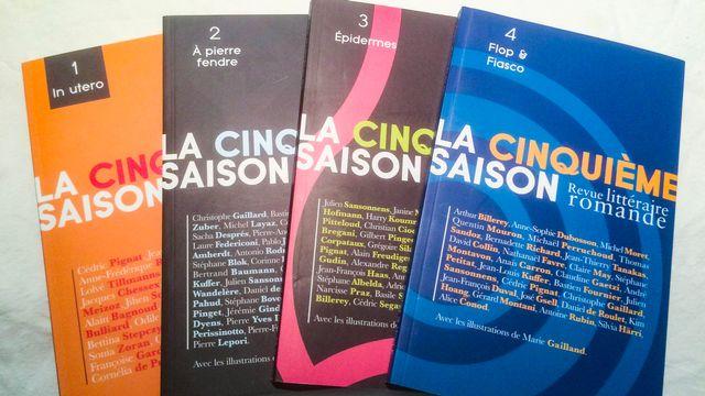 """Les quatre premiers numéros de la revue littéraire romande """"La Cinquième Saison"""". [Didier Pradervand - RTS]"""