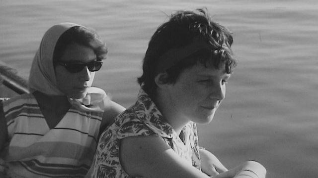 Ecolières à bord d'un navire de la CGN en 1962. [RTS]