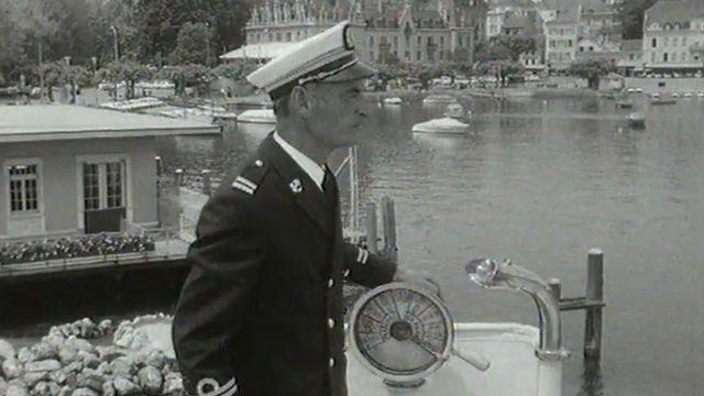 Visite guidée de son bâtiment par le capitaine Milliet. [RTS]