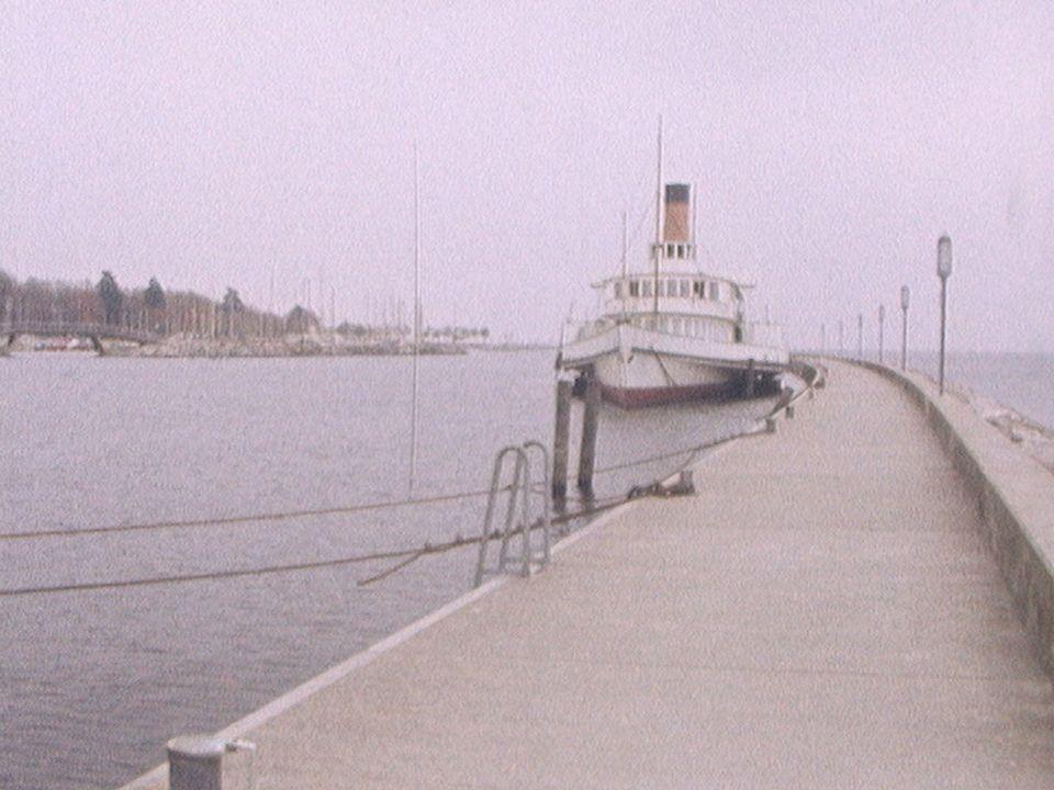 Le Général Dufour à quai en 1976. [RTS]