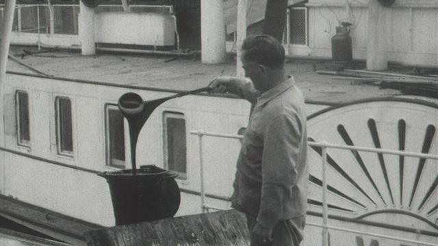 L'entretien des bateaux de la CGN en 1965. [RTS]