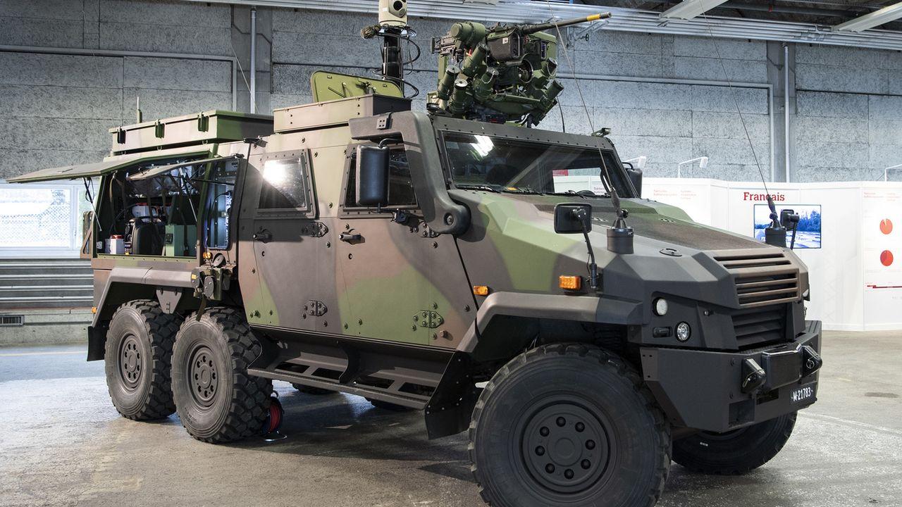 Le Parlement aura notamment son mot à dire sur les achats de matériel militaire. [Peter Schneider - Keystone]