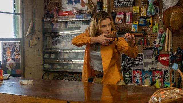 "Betty Gilpin, la blonde héroïne de ""The Hunt"". [Universal Pictures]"