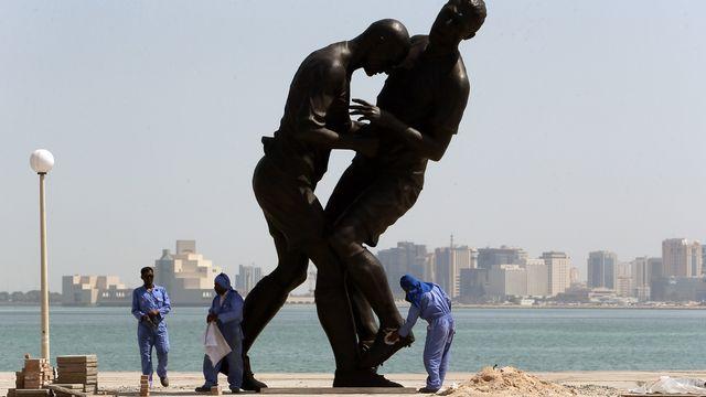 Le fameux coup de boule de Zidane immortalisé par l'artiste algérien Adel Abdessemed. [AL-WATAN DOHA / KARIM JAAFAR - AFP]