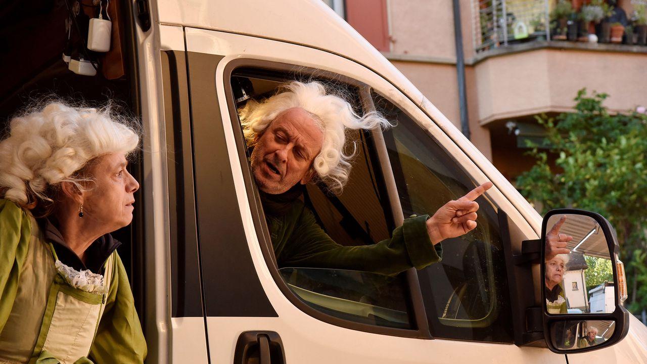 Deux camionnettes, un chapiteau bleu et une bonne dose de volonté, le T-âtre Ibonillo est hyper-réactif. [Philippe Pache 2020 - DR]