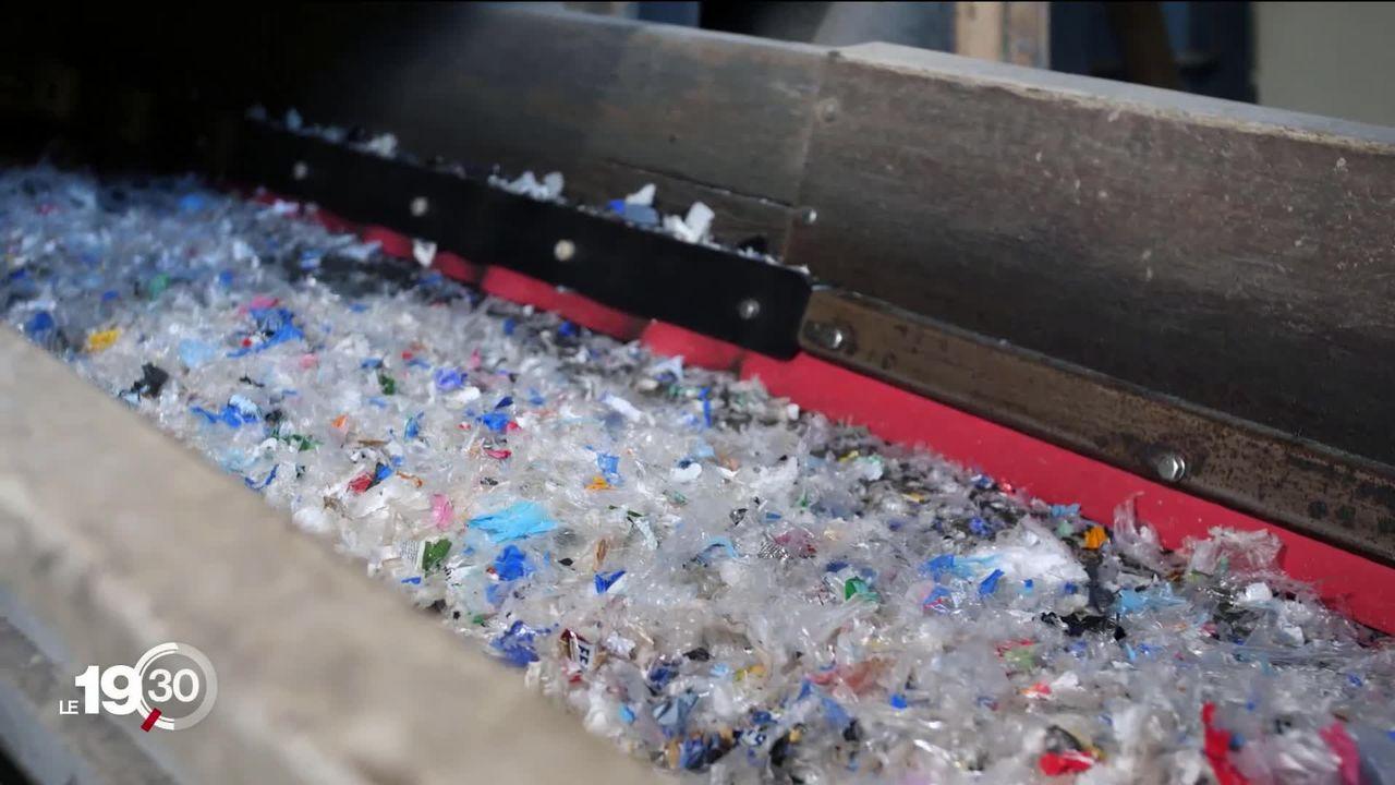 Migros proposera pour une somme modique dès la fin du mois un sac de collecte pour les sacs en plastique. [RTS]