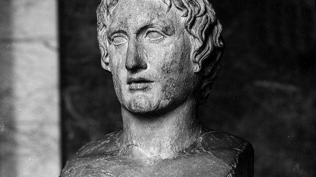 Buste grec antique d'Alexandre le Grand (356-323 avant J.-C.), roi de Macédoine. Paris, musée du Louvre. [Roger-Viollet via AFP]