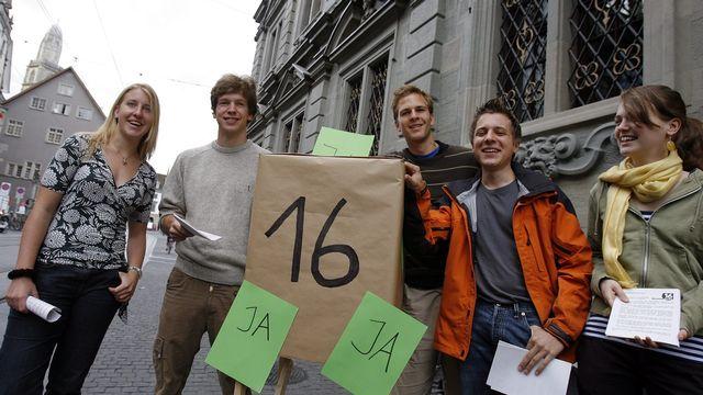 L'idée d'un droit de vote à 16 ans fait son chemin à Lucerne (image d'archive). [Walter Bieri - Keystone]