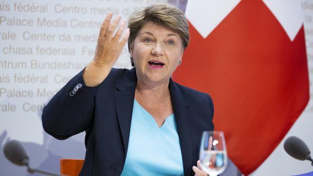 La ministre de la Défense Viola Amherd lors du lancement de la campagne pour l'achat de nouveaux avions de combat, le 26 juin 2020. [Peter Klaunzer - Keystone]