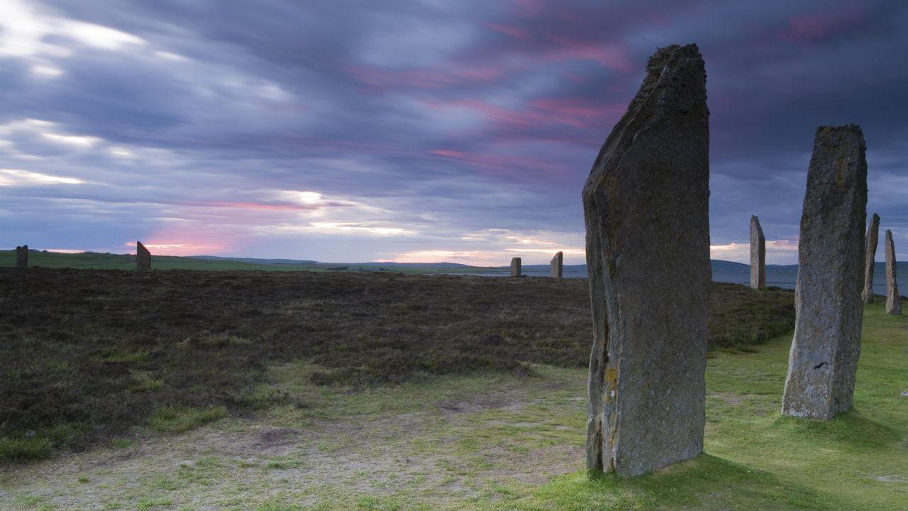 Anneau à monolithes, Brodgar, Iles Orcades, Ecosse. [hstiver - Depositphotos]