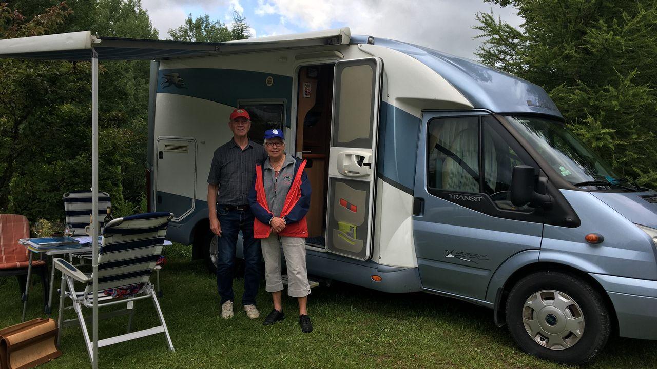 Alessandro Ichino et son épouse voyagent en camping-car depuis plus de 50 ans [Delphine Gendre - RTS]