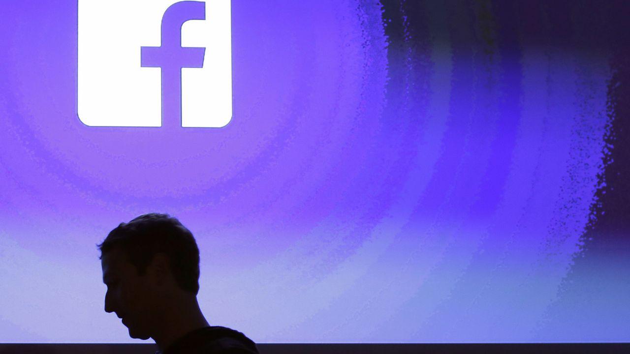 Sous pression, Facebook durcit sa politique de modération des contenus [Marcio Jose Sanchez - Keystone/AP]
