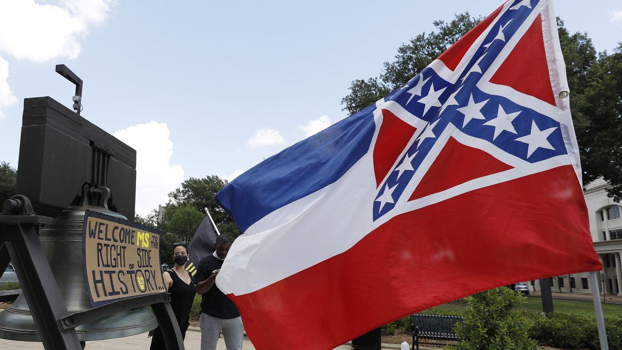 Le drapeau du Mississippi ne sera certainement bientôt qu'un vieux souvenir. [AP Photo/Rogelio V. Solis - Keystone]