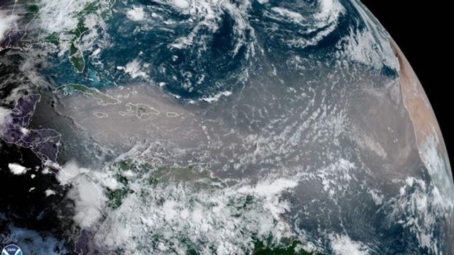 Nuage de sable sur l'Atlantique équatorial, le 23 juin 2020 à 12h UTC [NOAA]