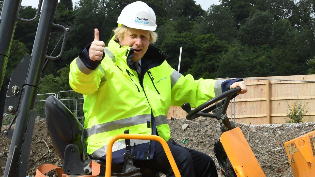 Boris Johnson s'est exprimé mardi après avoir visité un chantier de construction et l'institut de Technologie de la ville de Dudley (centre), non loin de Leicester. [Jeremy Selwyn - AFP]