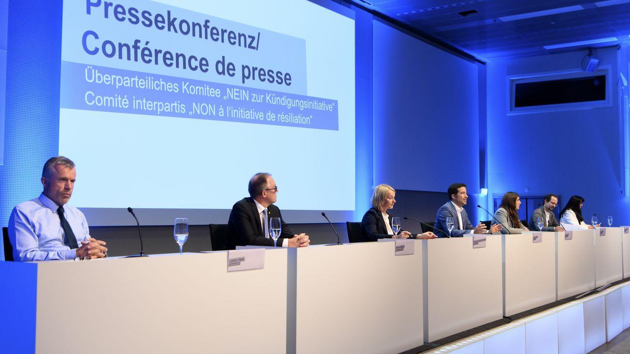 Les participants à la conférence de presse contre l'initiative de l'UDC. [Anthony Anex - Keystone]