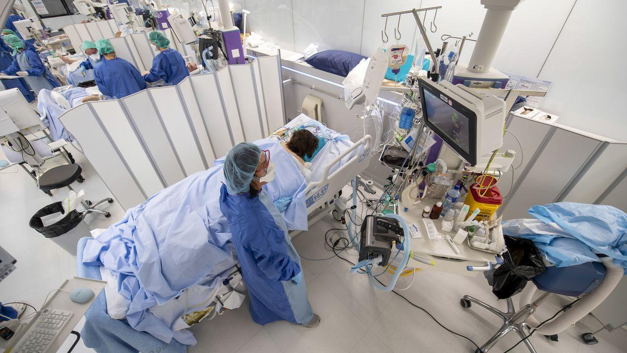 Les soins intensifs des HUG pendant la pandémie de SARS-CoV-2. Genève, le 9 avril 2020. [Martial Trezzini - Keystone]
