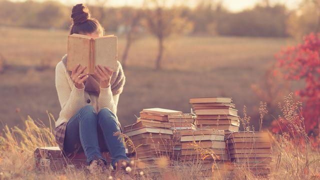Des lectures pour ses vacances. [arastorguev - Depositphotos]