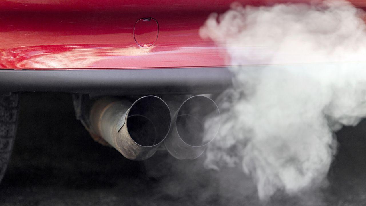 Les émissions de CO2 des voitures neuves ont légèrement augmenté en 2019. Les importateurs ratent ainsi l'objectif de réduction pour la quatrième année consécutive. [Gaëtan Bally - Keystone]