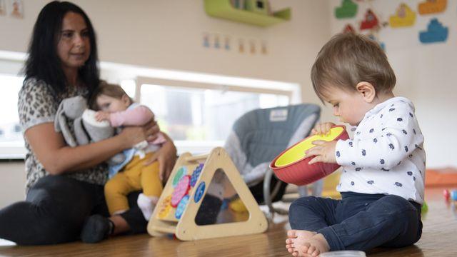 Ueli Maurer défend un relèvement des déductions pour enfants [Laurent Gillieron - Keystone]