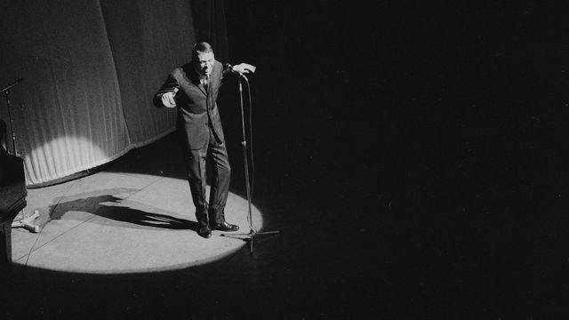 Jacques Brel (1929-1978), auteur-compositeur et chanteur belge. Paris, Olympia, octobre 1964. [Roger-Viollet via AFP]