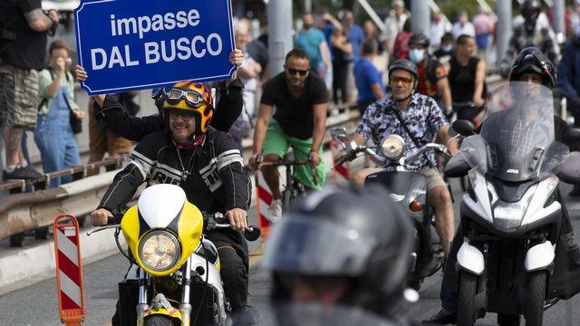 Des motards ont défilé à Genève pour protester contre la politique des transports. [Salvatore Di Nolfi - KEYSTONE]