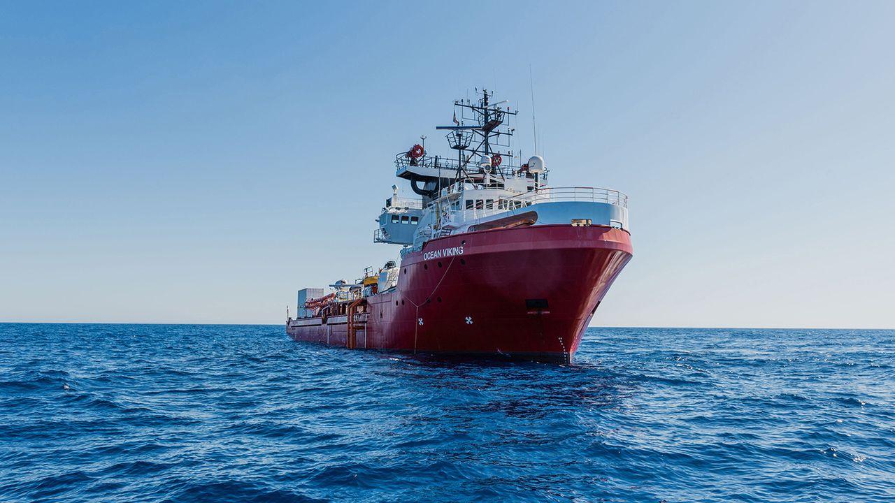 "Le navire humanitaire Ocean Viking est en ""état d'urgence"". [Flavio Gasperini - AP]"