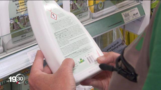 Dans le Jura, des pesticides interdits sont encore présents dans les rayons des commerces. [RTS]