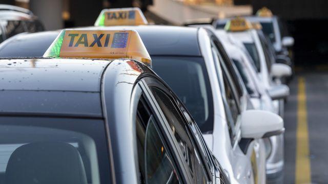 Chauffeurs de taxis, restaurateurs ou commerçants, la précarité liée à la crise sanitaire touche toutes les professions indépendantes. [Martial Trezzini - keystone]