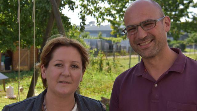 Céline Robert-Charrue Linder et Vincent Archibald Schmitt, les deux candidats verts au Gouvernement jurassien. [Gaël Klein - RTS]