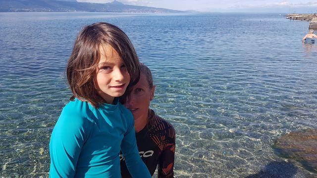 Benjamin et Carole Brülhart se mettent au défi de traverser le Léman pour récolter des fonds contre la dyspraxie. Sarah Dirren RTS [Sarah Dirren - RTS]