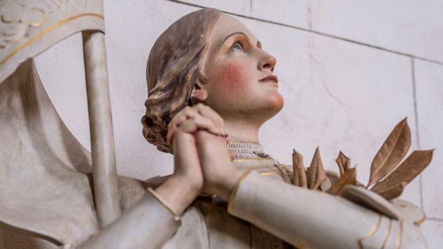 Statue de Jeanne d'Arc de l'église de Saint-Léger, à Fongrave (Lot-et-Garonne), France. [Aurélien Brusini - AFP]