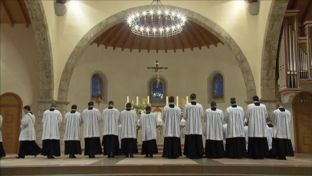 Enquête sur le prêtre condamné pour abus sexuel sur mineurs qui vivait libre en Valais [RTS]