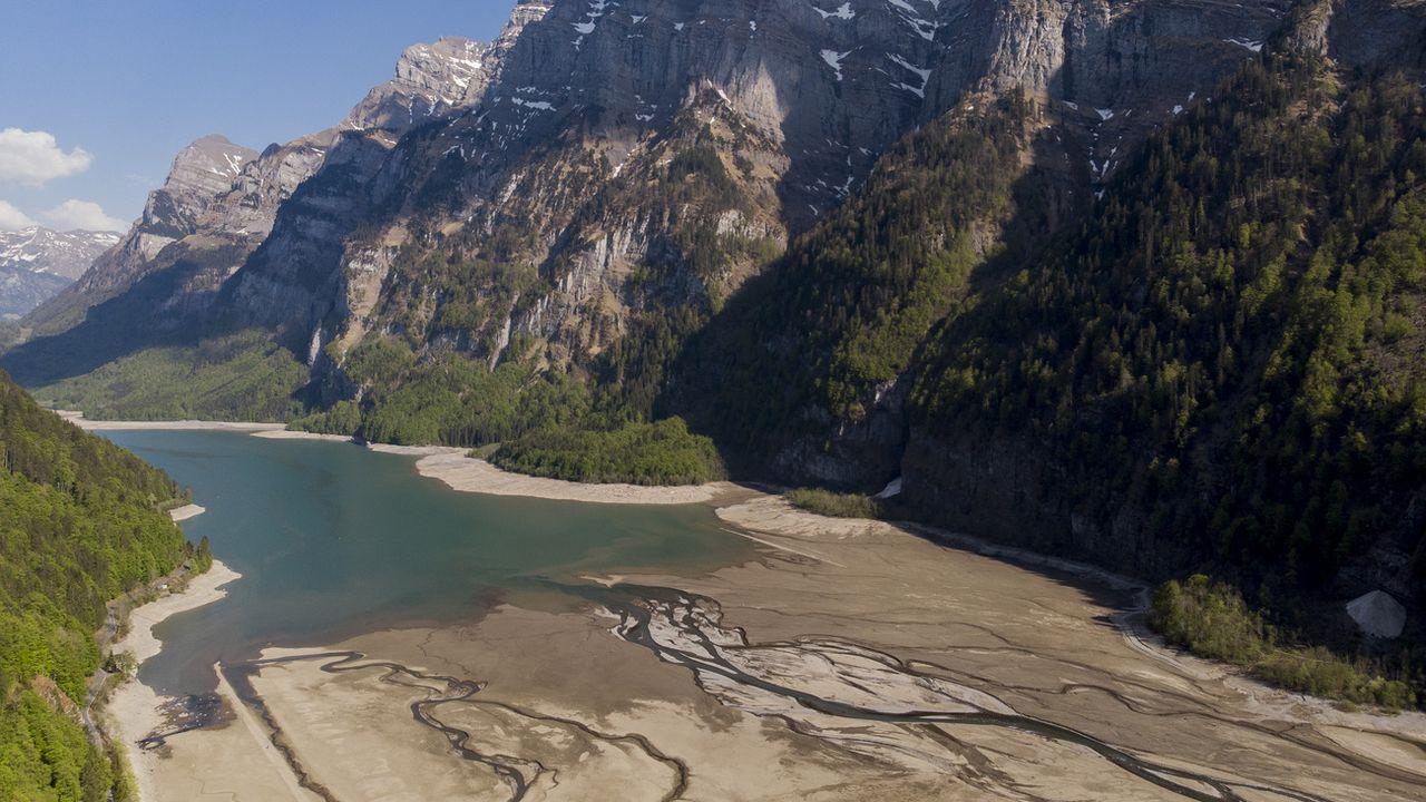 Le Klöntalersee dans le canton de Glaris. [Gian Ehrenzeller - Keystone]