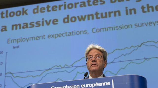 Le commissaire européen à l'Economie Paolo Gentiloni lors de la présentation des prévisions de croissance à Bruxelles. [Virginia Mayo - AFP/Pool]
