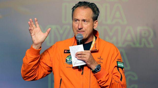 André Borschberg à l'arrivée de Solar Impulse à Abou Dhabi. [EPA/Stringer - Keystone]