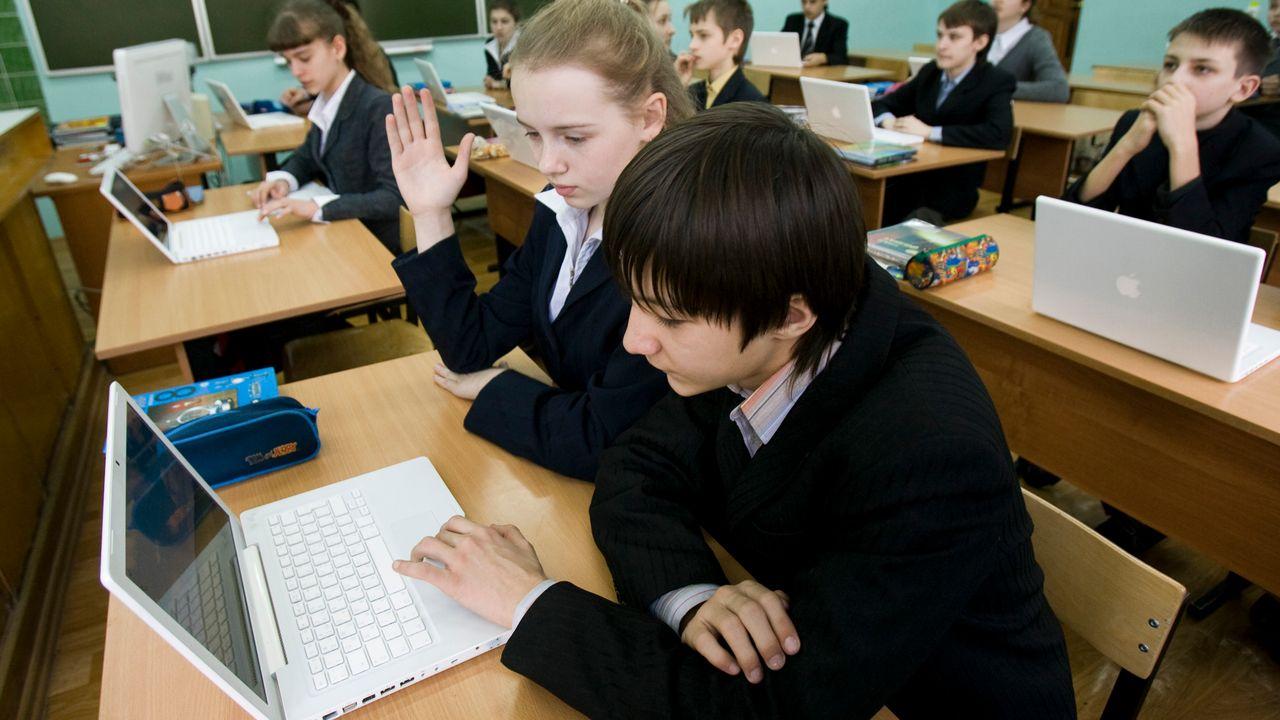 Les élèves neuchâtelois bénéficieront d'une heure de cours pour se former au numérique (image d'illustration). [Keystone]