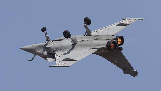 La Suisse n'a pas le plan B si le peuple refuse le crédit pour les nouveaux avions de combat (ici un Rafale lors d'un meeting aérien en Inde) [Aijaz Rahi - Keystone/AP]