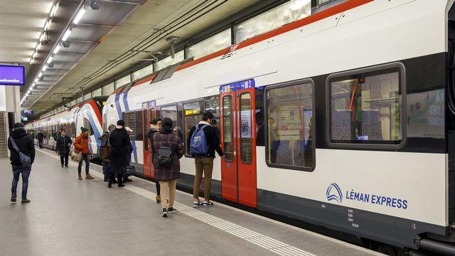 Une rame du Léman Express en gare de Genève - Eaux-Vives. [Salvatore Di Nolfi - Keystone]