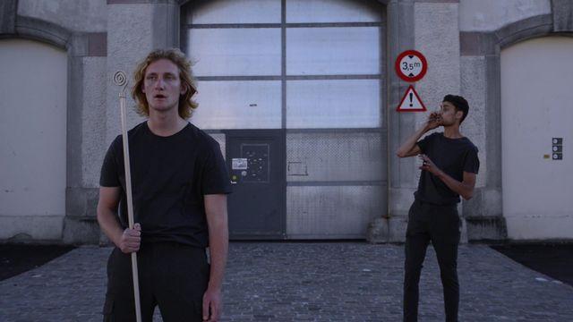 """Alexandre Hoesli (à gauche) et Victor Lafrej ont effectué leur première représentation du """"Théâtre Pandémique"""" le 8 juillet.  [Dr]"""