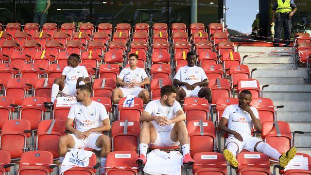 Le FC Zurich mis en quarantaine après le test positif au covid-19 de son défenseur Mirlind Kryeziu (en bas, au centre) [KEYSTONE/Laurent Gillieron]