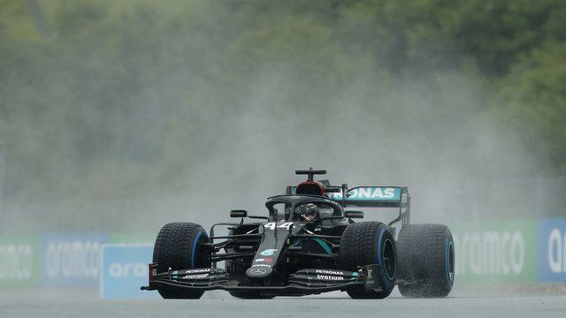 Spécialiste de la pluie, Lewis Hamilton a impressionné en Q3. [Darko Bandic - Keystone]