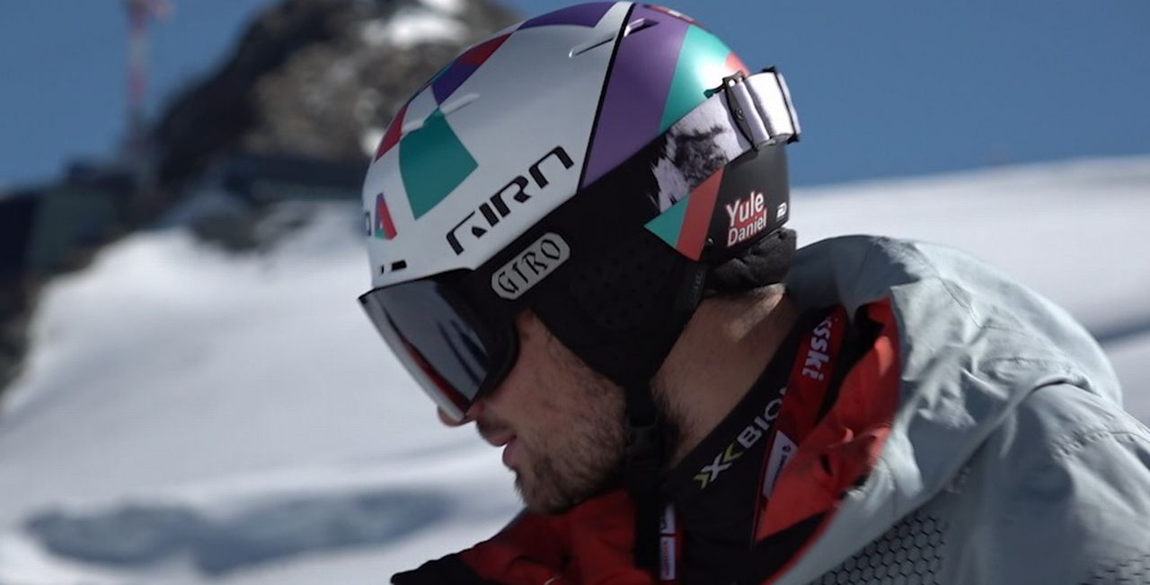 Daniel Yule est satisfait de ses premiers contacts avec la neige depuis le mois de mars. [RTS]
