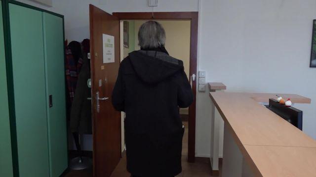 Des seniors expulsés de leur appartement après un simple retard de loyer, l'occasion pour le propriétaire de relouer plus cher [RTS]