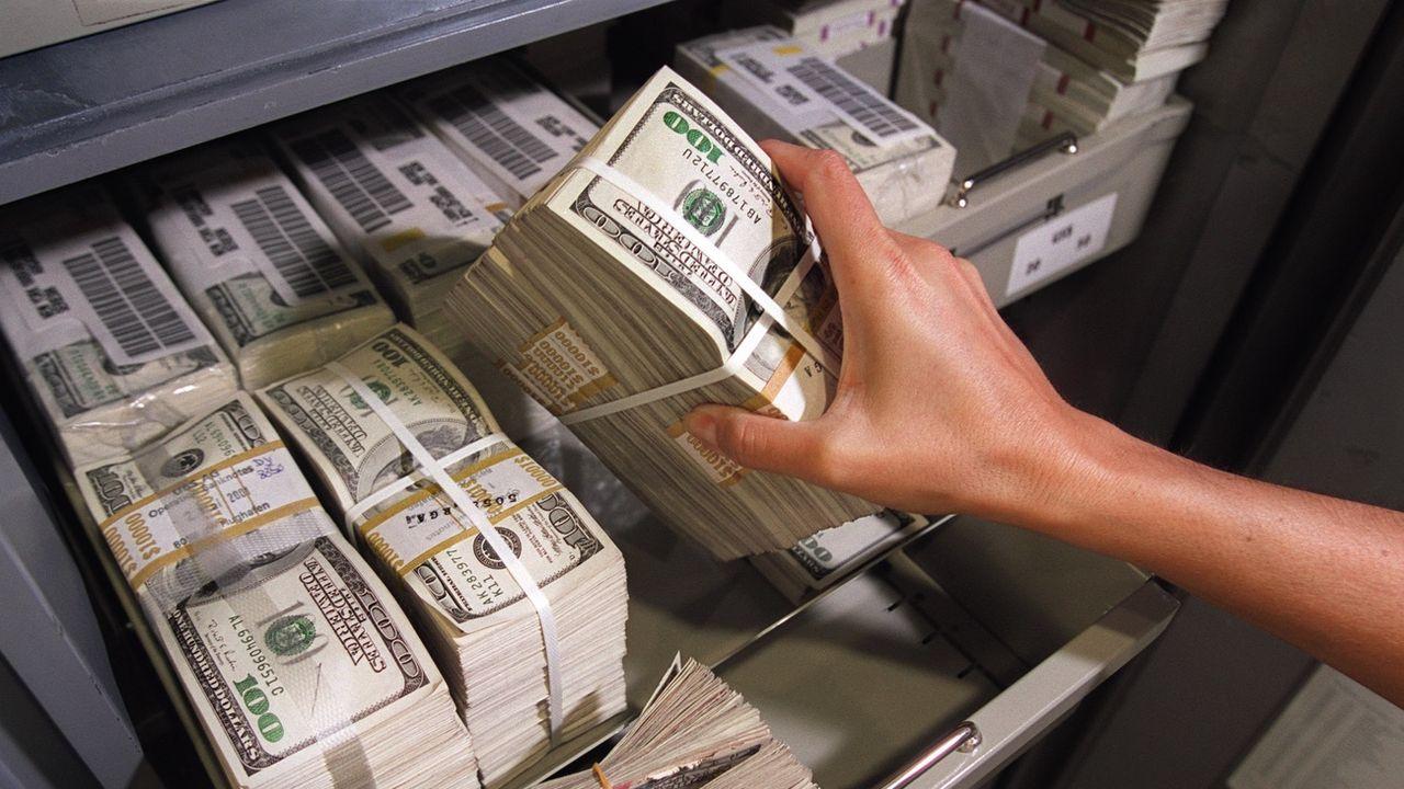 83 millionnaires réclament une hausse de leurs impôts pour payer les dépenses liées au Covid-19 [Martin Ruetschi - Keystone]