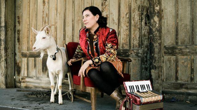 La chanteuse et musicienne américano-suisse Erika Stucky. [Felix Streuli - www.erikastucky.ch]
