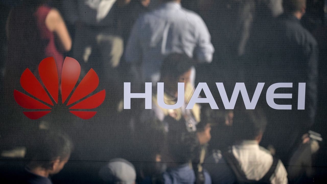 Le Royaume-Uni a annoncé mardi qu'il allait expurger son réseau 5G de tout équipement produit par le géant chinois Huawei en raison d'un risque pour la sécurité du pays, un durcissement de position qui risque d'exacerber les tensions avec Pékin mais ne peut que réjouir Washington. [Philipp Guelland - Keystone]