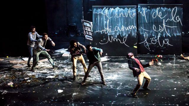 Le spectacle entre cirque et théâtre du Galactik Ensemble. [N. Martinez - La Bâtie 2020]