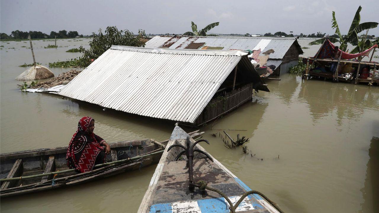 Le grand Etat d'Assam, dans le nord-est de l'Inde, est particulièrement frappé. [Anupam Nath - AP/Keystone]