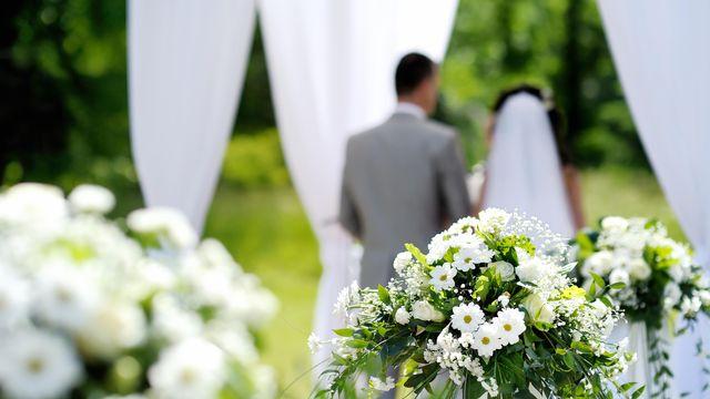 Cérémonie de mariage [MNStudio - Depositphotos]